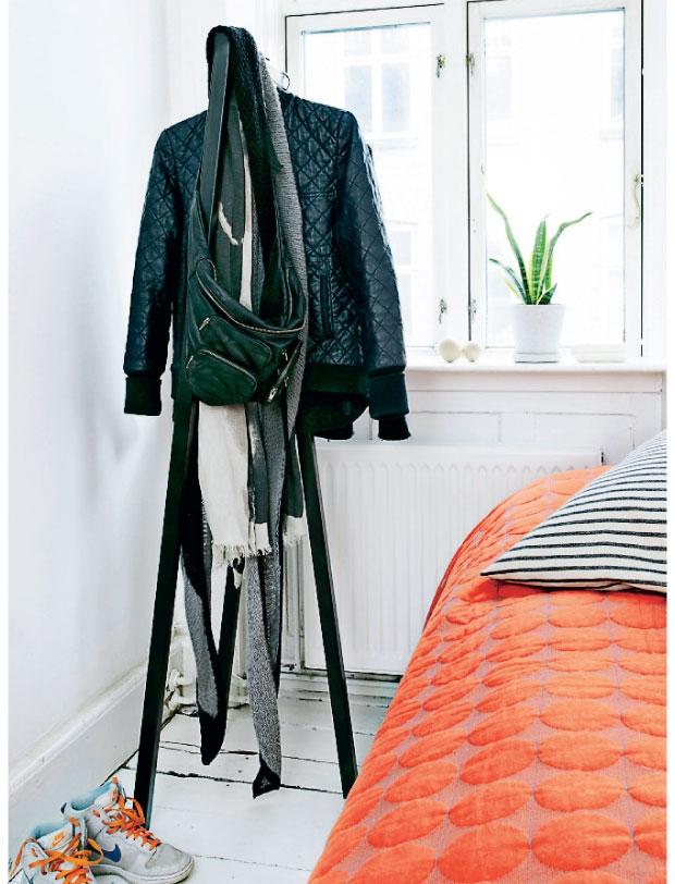 small spaces copenhagen apartment via stylejuicer