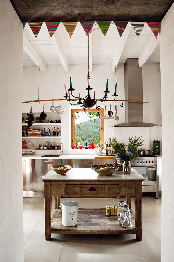 Interiors crush quirky and rustic home in ibiza for Quirky home interiors