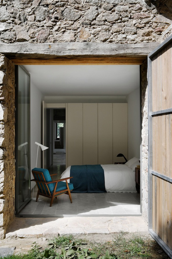 Off-The-Grid-Home-Extremadura-by-Abaton-Architects-13