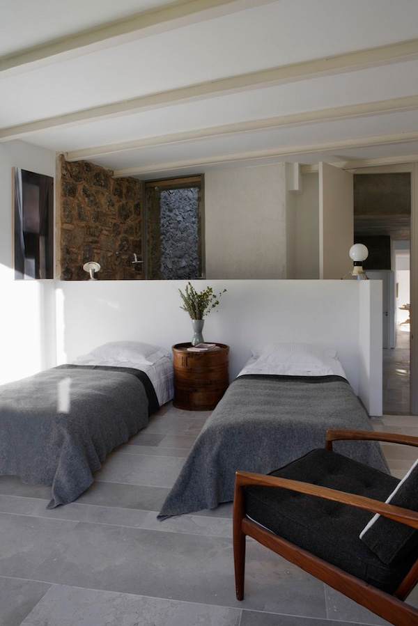 Off-The-Grid-Home-Extremadura-by-Abaton-Architects-15