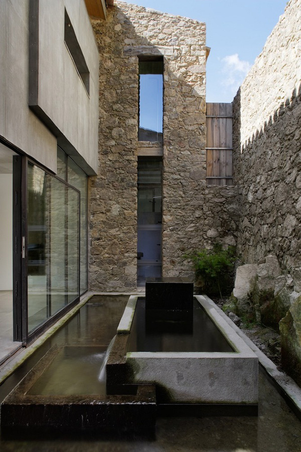 Off-The-Grid-Home-Extremadura-by-Abaton-Architects-20