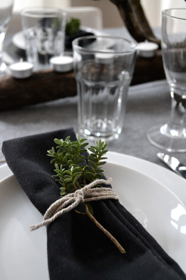 christmas, table setting, style, styling, dinner table, simple, black and white, centrepiece, trend, modern rustic, photography, festive, idea