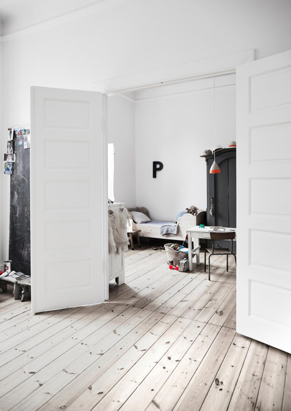 interior design, decor, style, trend, eclectic, vintage, modern rustic, copenhagen, apartment, upcycling, recycling, vintage, flea market finds, scandinavian, upholstered, biedermeier sofa, mix of old and new, Photography, Birgitta Wolfgang Drejer, Sisters Agency, styling, Irene de Klerk Wolters