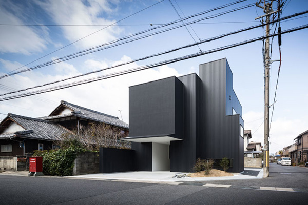 framing house, japan, black coated steel exterior, architects, studio, Kouichi Kimura, gallery space, stark minimalism, courtyard, vista, view, blue bear, light flooded, clean lines, uncluttered space, style, trend, interior design