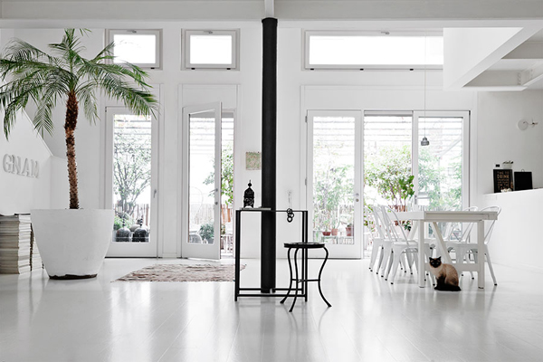 Interiors crush white home in milan stylejuicer for Interior design in europe