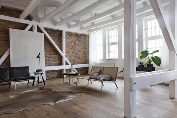 interiors crush, interior, style, styling, loft, loft love, berlin, fantastic frank, trend, textures, exposed brick, beams, leather sofas, animal skin rugs, soft bedding, throws, urban bike, van moof, achingly cool, eye candy