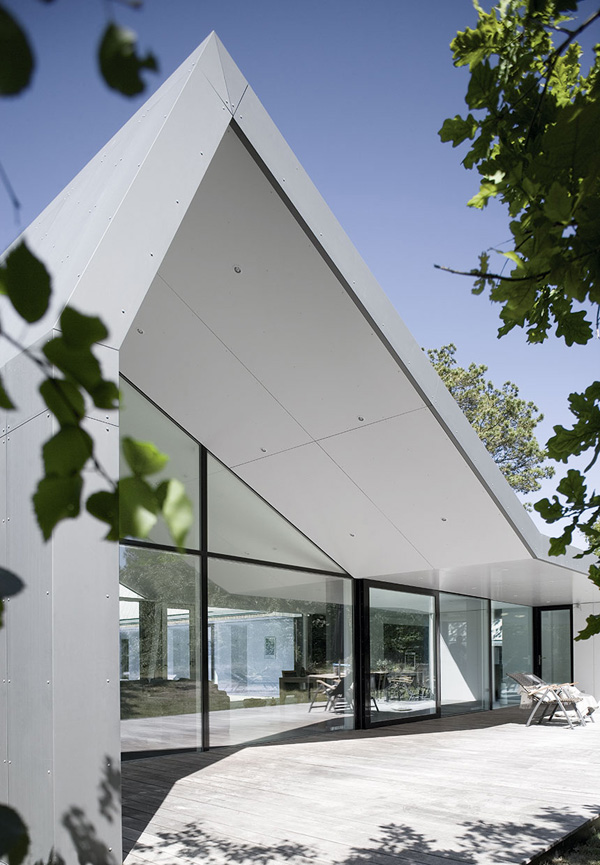 architecture, summerhouse, denmark, north zealand, traditional, contemporary, contrast, aluminium, glass, stone, wood, Christian Cold, Entasis, character, surroundings, pine, cedar clad, zac monroe, inside out homes, channel 4, uk, tv, living concepts