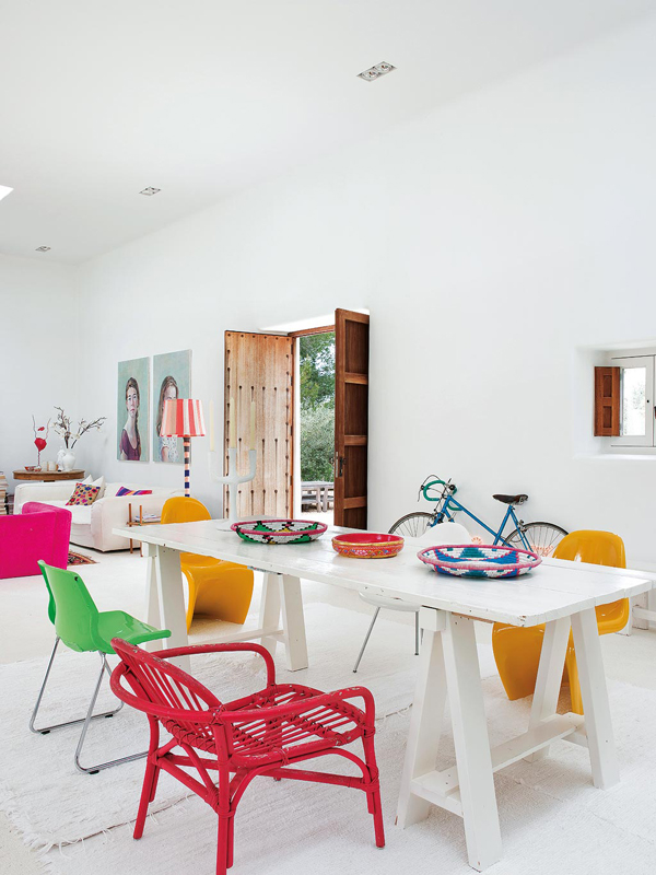 family home, ibiza, pops of colour, hot, heat, balearic, lightness, slow living, enjoyment, outdoors, connecting with nature, bloom, sun, sea, sky, bright, white wash, spanish, traditional, home decor, interiors, decoration, interior design