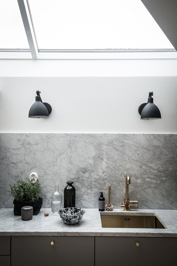 black and brass details, swedish, apartment, style, trend, styling, hygge, warm textures, natural materials, brass, exposed brick, zinc roof, decor, untreated
