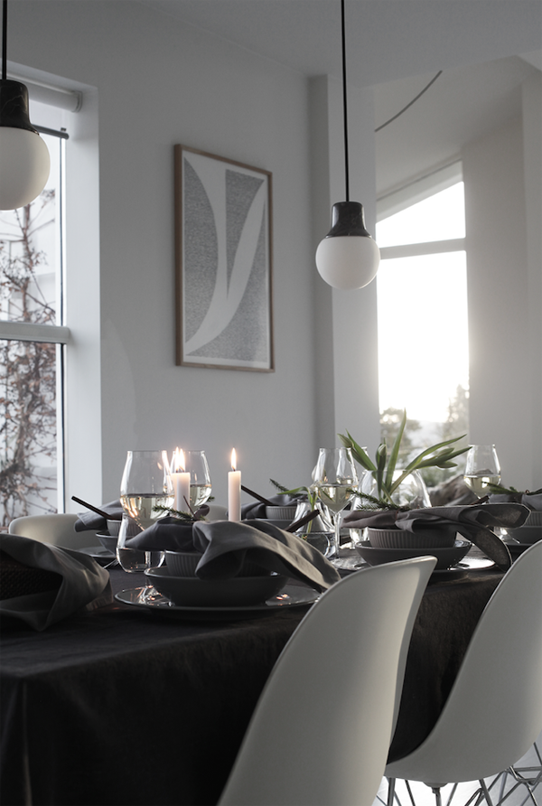 elisabeth heier, christmas home, interior designer, stylist, blogger, scandinavian, simplicity, minimal, style, trend, photography, advent calendar, brass details, wreath, pine cones, pine branch, rustic metal