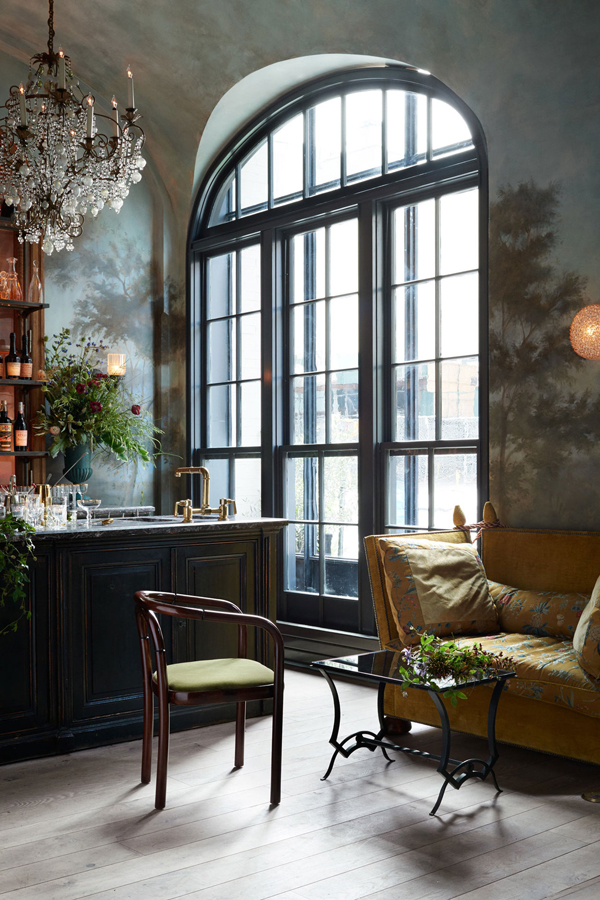 Le Coucou, NYC, restaurant, french, cuisine, daniel rose, soho, 11 howard hotel, charm, sophistication, industrial bones, brick walls, pale wooden flooring, crittall style windows, plush banquette sofas, roman and williams, sumptuous, mural, dean barger, brass, vintage, francophile, chic, trend