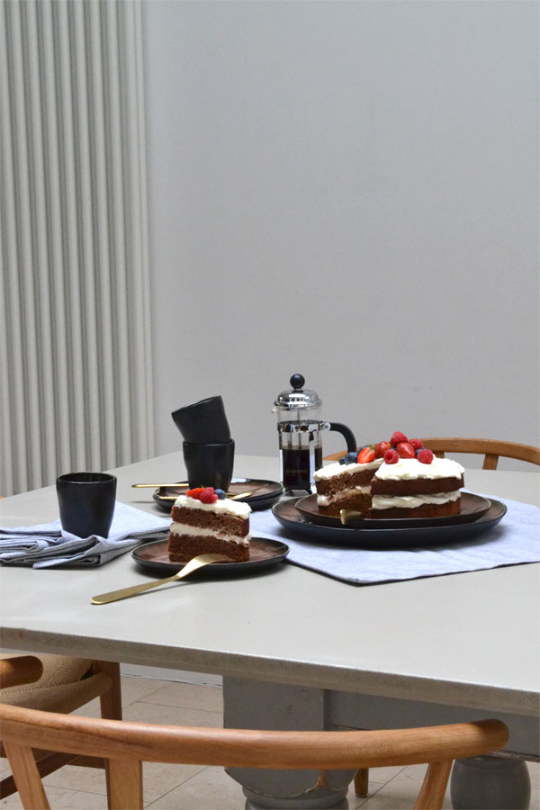 amara, online retailer, amara living, style, trend, styling, tabel setting, coffee and cake, german, tradition, slow living, mid afternoon, indulge, savour, hygge, fika, memories, serax, lexington, matt gold cutlery, craftsmanship, tableware, napkins